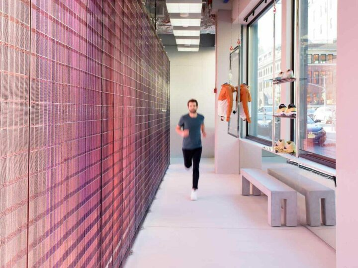 """""""Invisible"""" system for in-store running gait and foot shape analysis"""